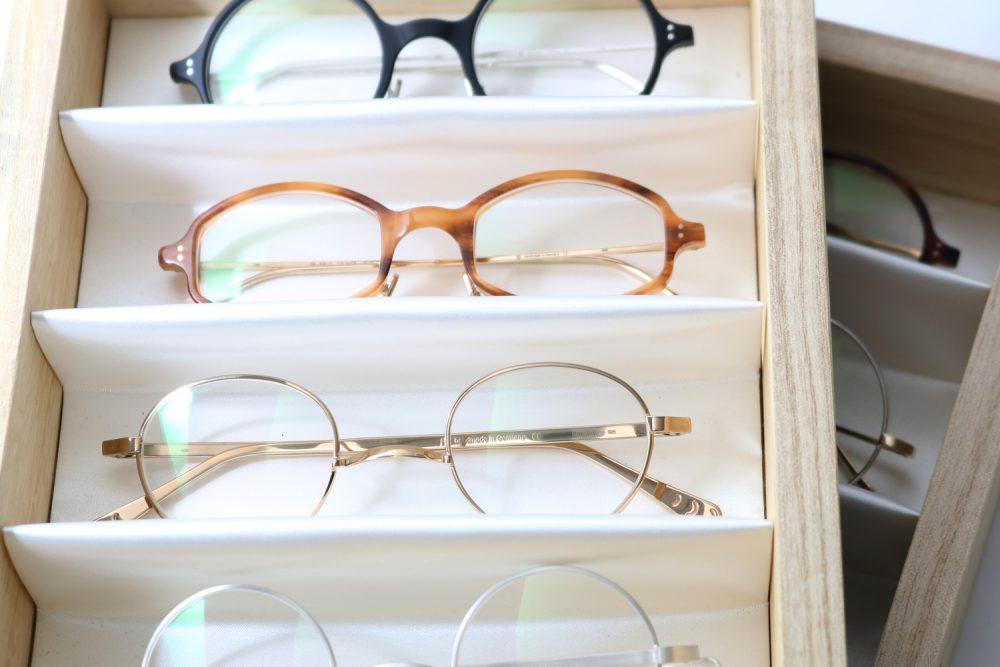 GERNOT LINDNERの銀製眼鏡