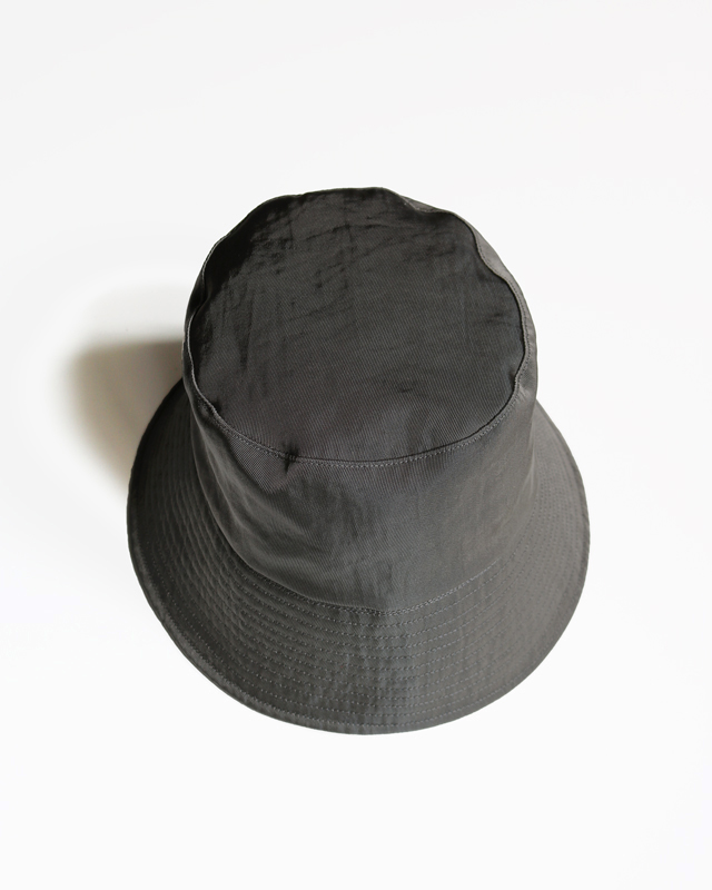 WATERPROOF NYLON BUCKET HAT – GREY|COMESANDGOES