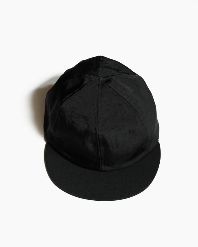 SHORT BRIM CAP – BLACK|COMESANDGOES