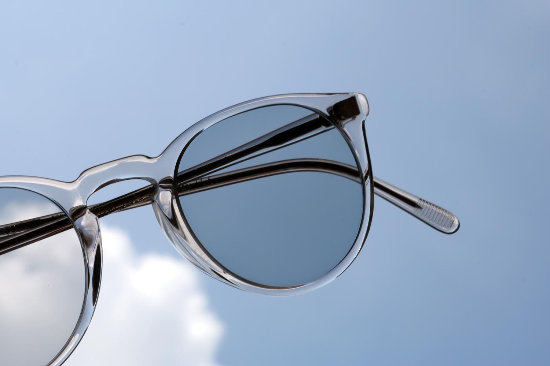 SERVICE GUIDE BLOG|調光レンズというサングラスの選択