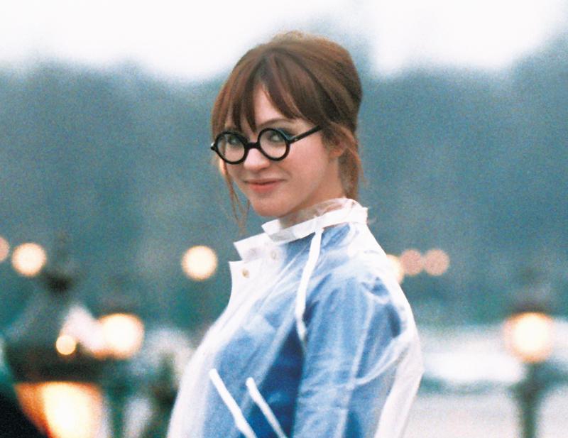 映画『ANNA』|アンナの丸メガネ